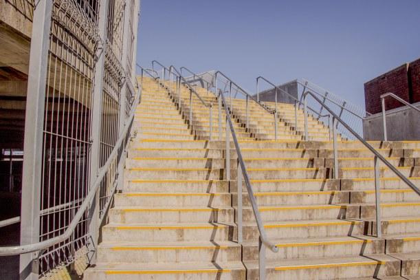 which way stadium steps