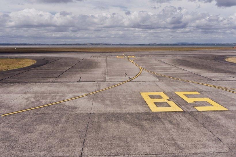 akl runway